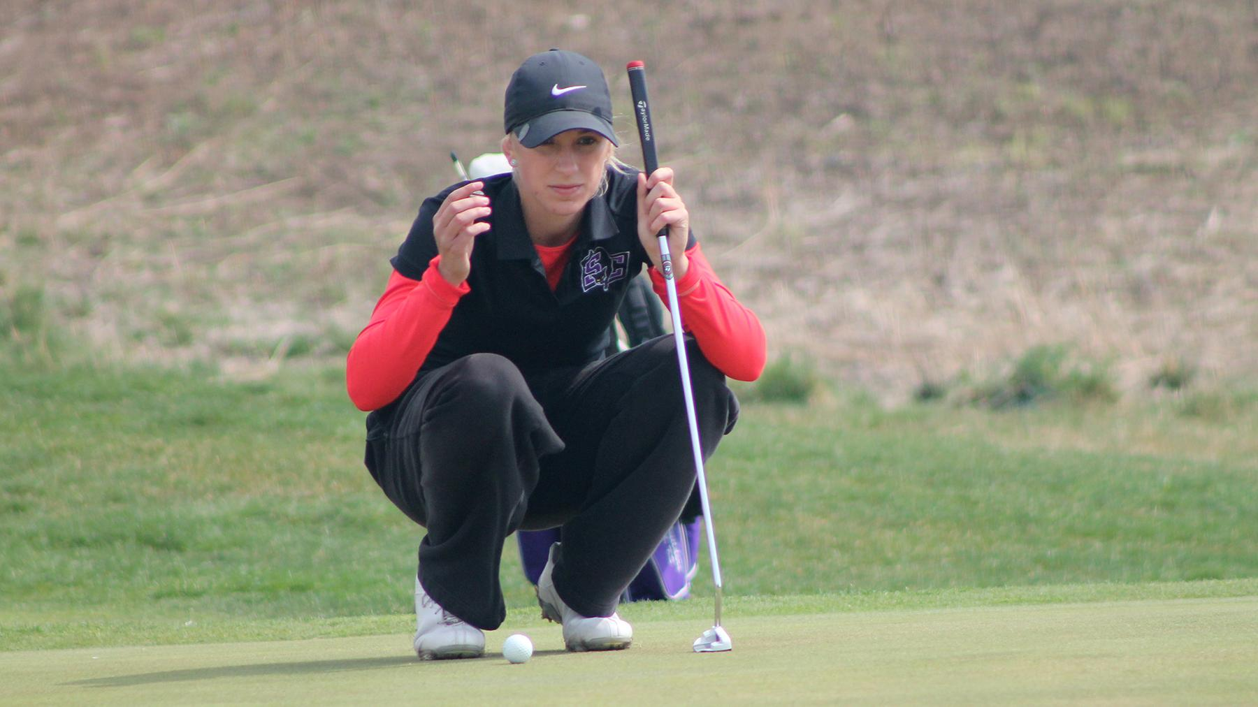 Abby Bertholf Finishes Eighth at Ottawa Fall Invitational